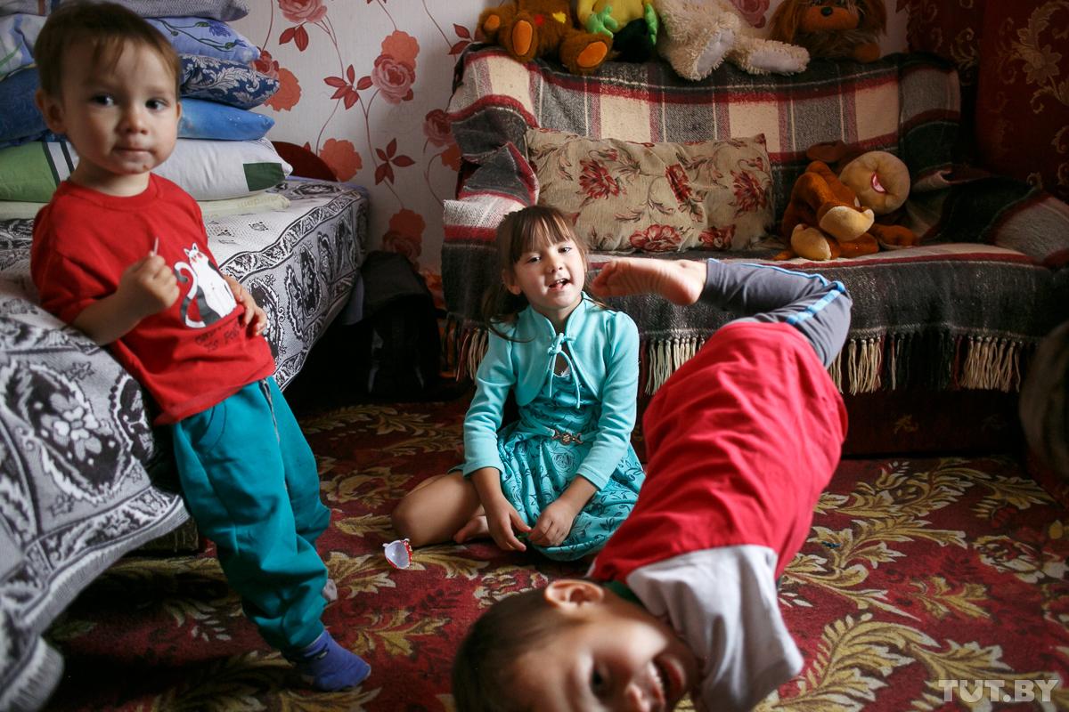 Слева направо: Максим — 2 года, София — 5 лет, Костя — 3 года.