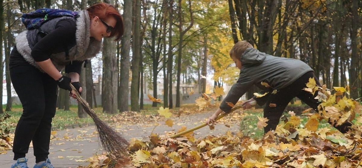 «Мы делаем город лучше». Барановичские велолюбители навели порядок в старом парке