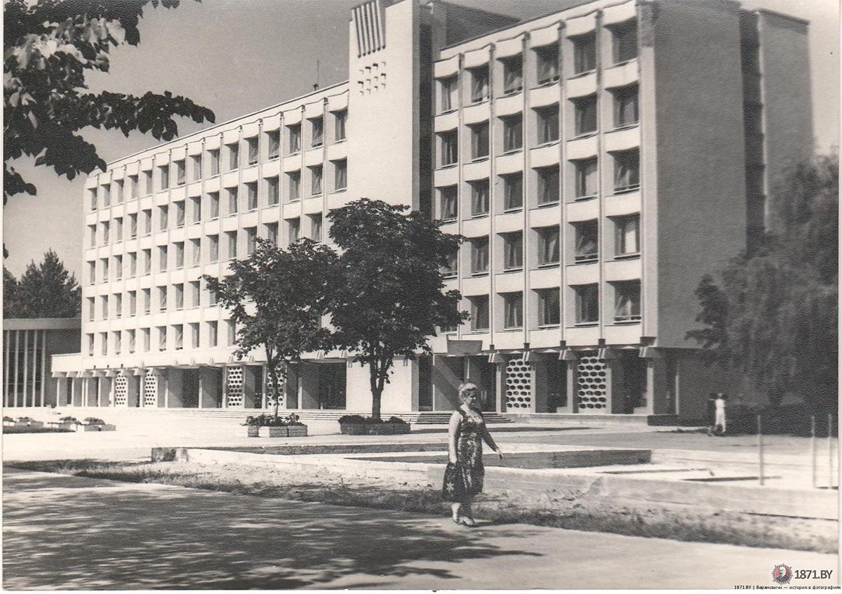 1975 год. Райисполком. Фото: сайт 1871.by