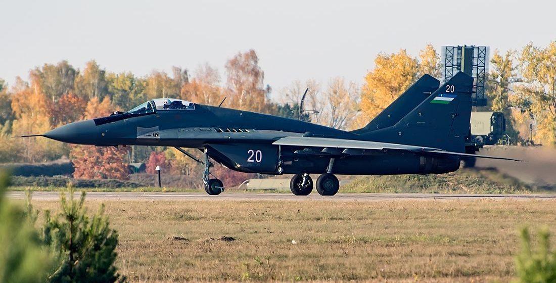 На Барановичском авиазаводе ремонтируют узбекские военные самолеты