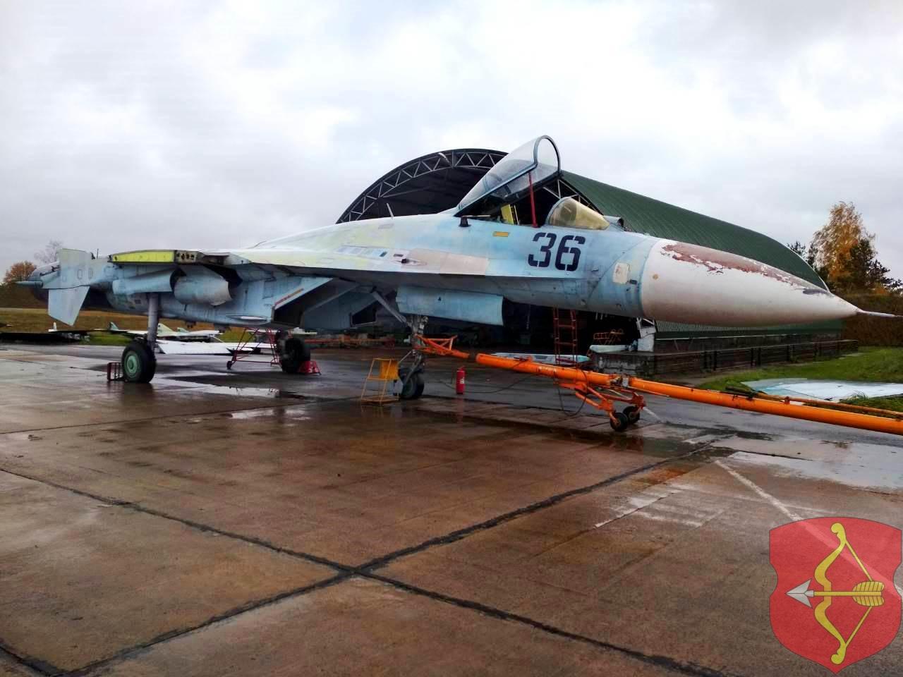 Подготовка самолета к транспортировке. Фото: Пинский горисполком