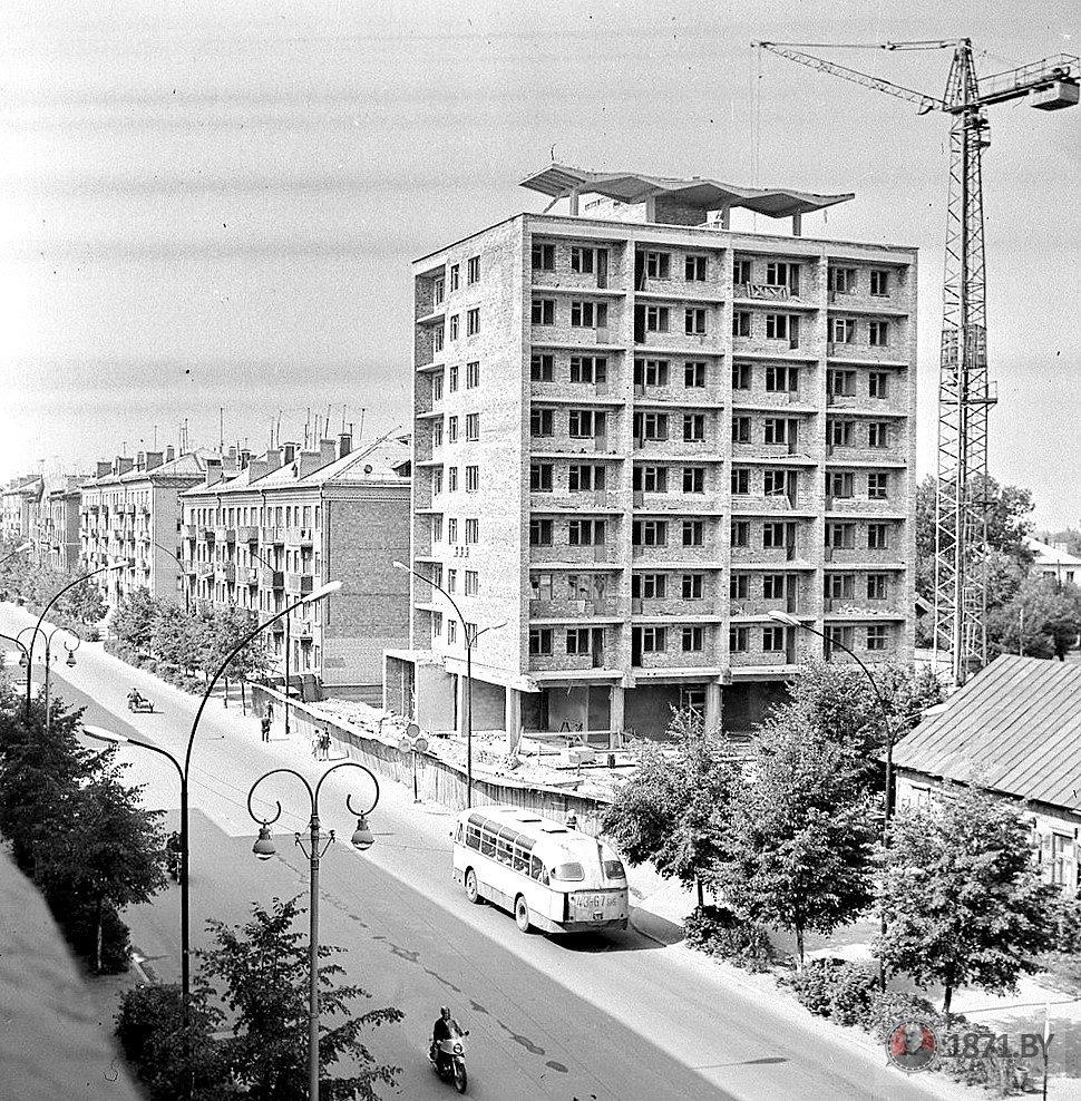 1970 год. Строительство первого 9-этажного дома. Фото: сайт 1871.by