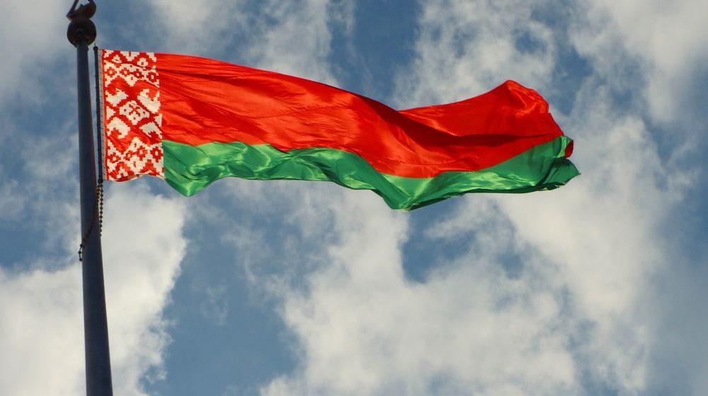 Лукашенко пообещал подарить каждой семье белорусский флаг