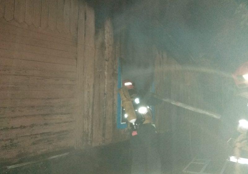 В Барановичах ночью горел дом (фото)