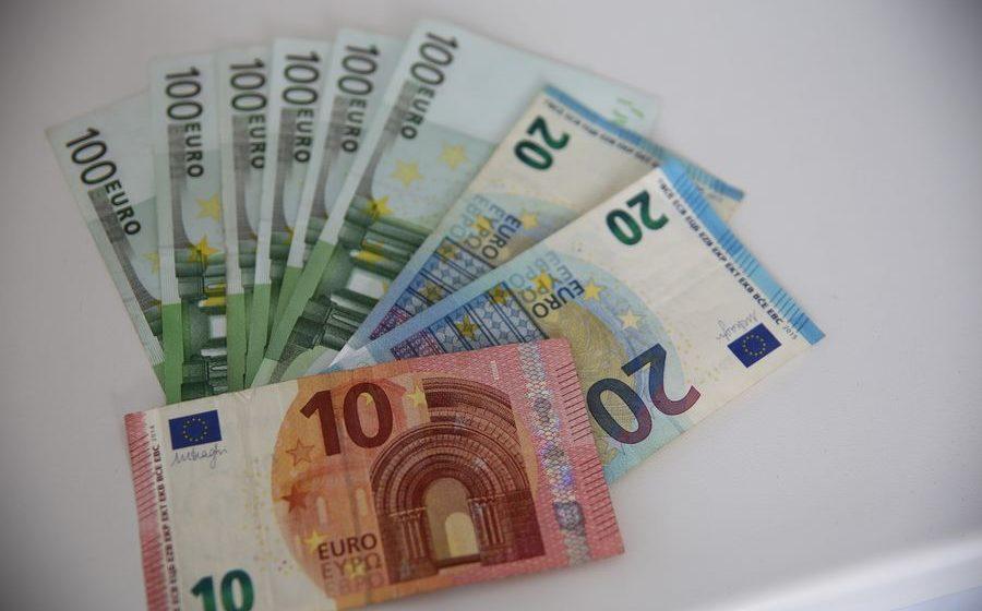 Курсы валют на 5 октября: российский рубль продолжает падать, а  доллар и евро растут