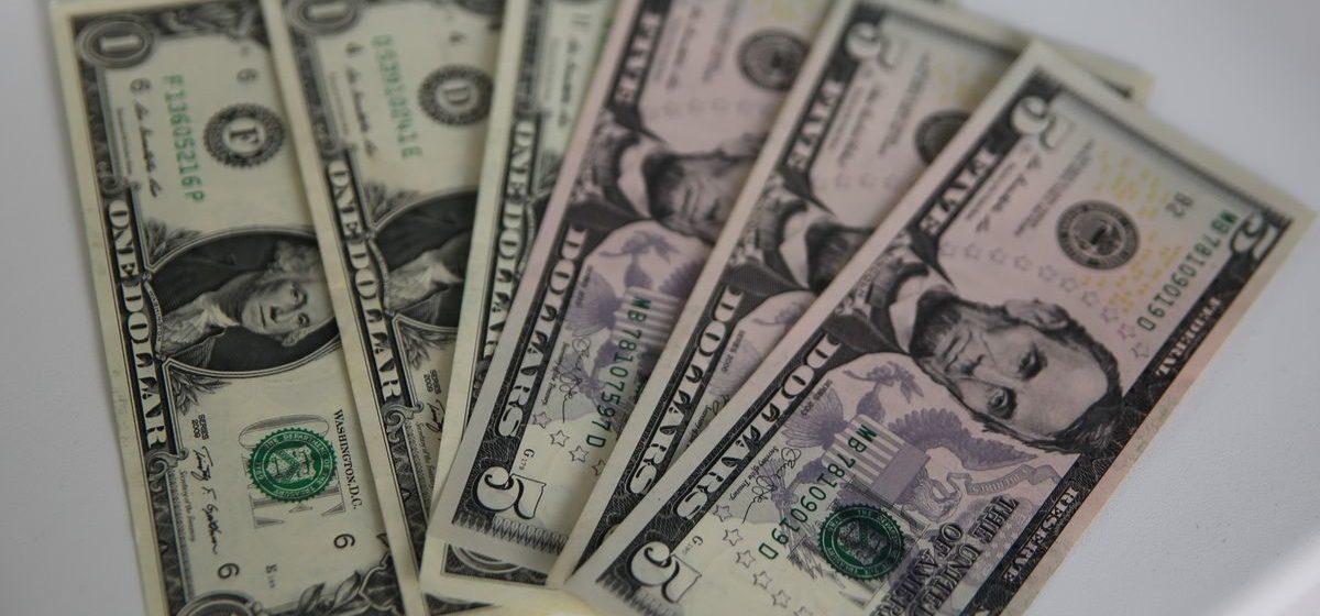 Курсы валют на 19 ноября: после выходных евро подрос, а доллар упал