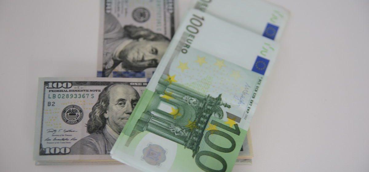 Курсы валют 27 декабря: доллар и евро подешевели, российский рубль продолжает расти