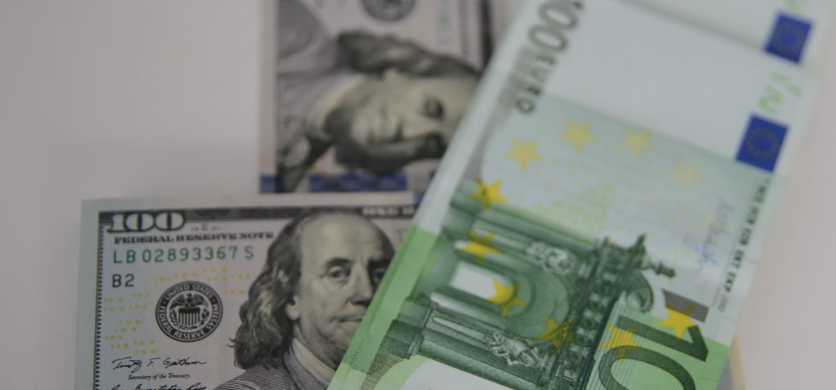 Курсы валют на 20 ноября: евро продолжает расти, а доллар падать