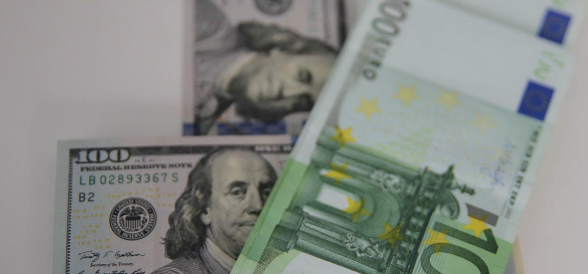 Курсы валют на 29 ноября: доллар впервые за несколько дней начал падать, а евро продолжает расти