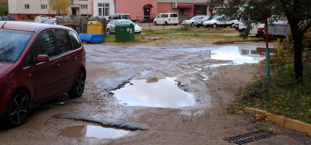 «Сколько лет это безобразие будет продолжаться?» – жители многоэтажки на улице Парковой возмущены частыми раскопками в их дворе