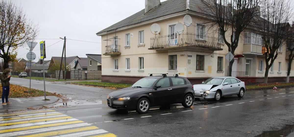 В Барановичах на пешеходном переходе столкнулись Alfa Romeo и Mazda