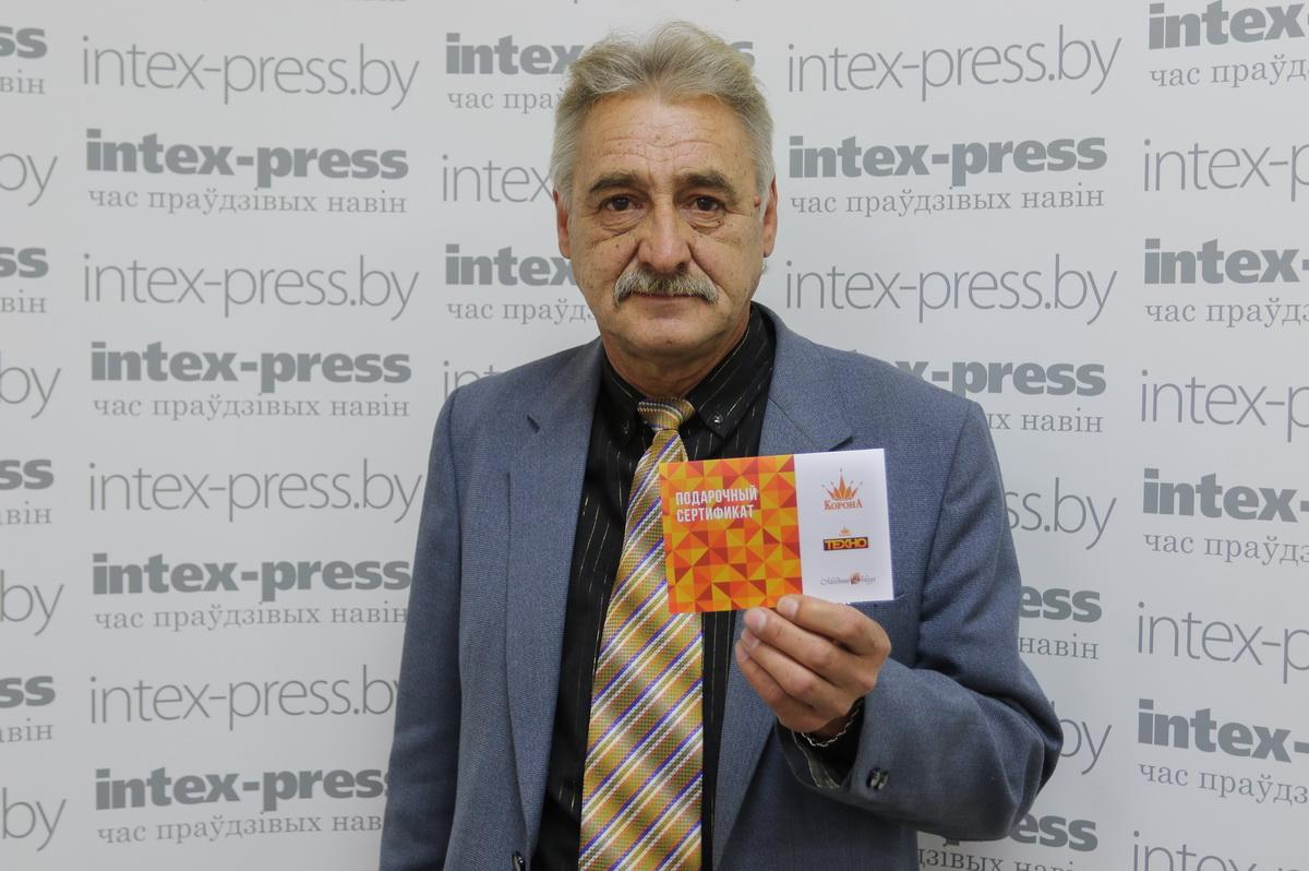 Александр Пархимович выписывает газету Intex-press более десяти лет. Фото: Александр ТИХАНОВИЧ