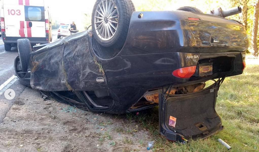 Под Барановичами у машины лопнуло колесо и она дважды перевернулась
