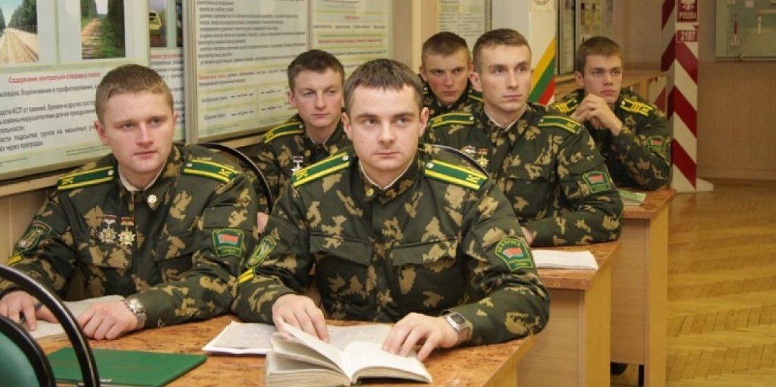 Лукашенко предложил на летних каникулах отправлять студентов в армию