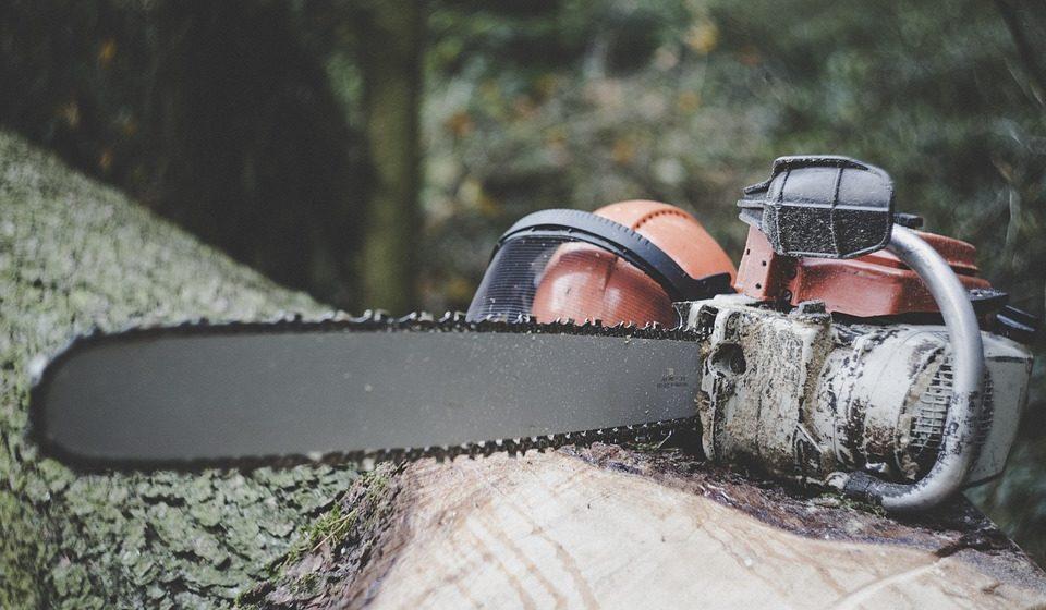 В Ивацевичах при распиловке дров погиб 81-летний пенсионер
