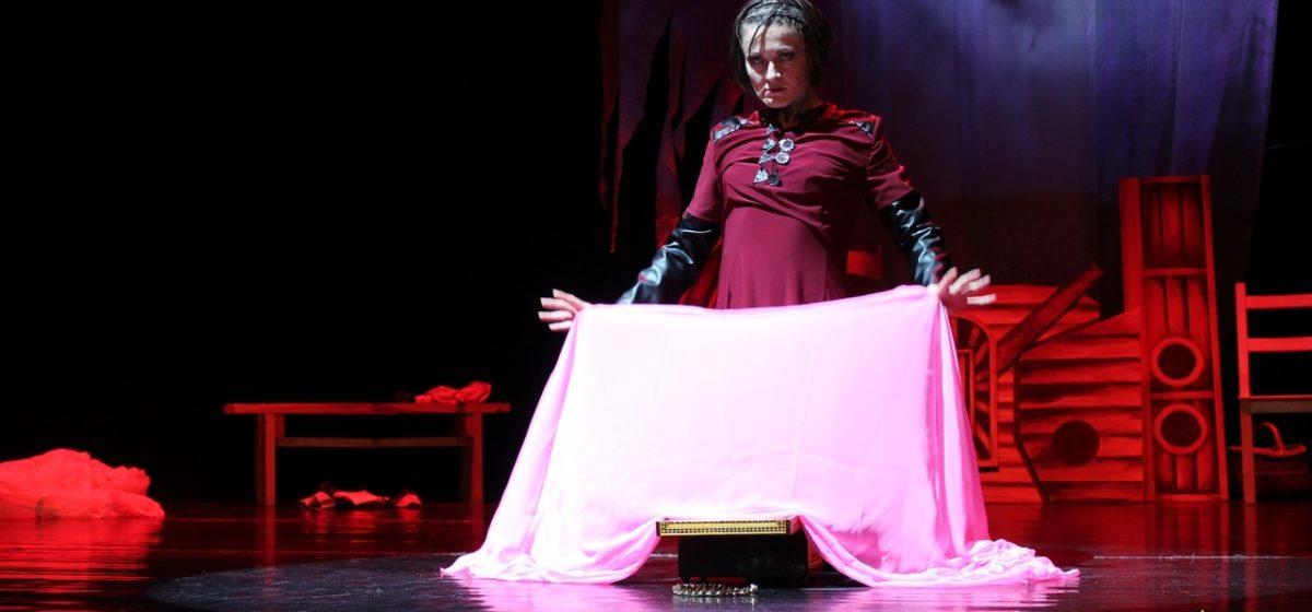 Барановичский театр-студия «Параллель» откроет сезон спектаклем «Медея»