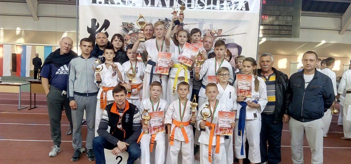 Шесть барановичских школьников победили на международном турнире по каратэ