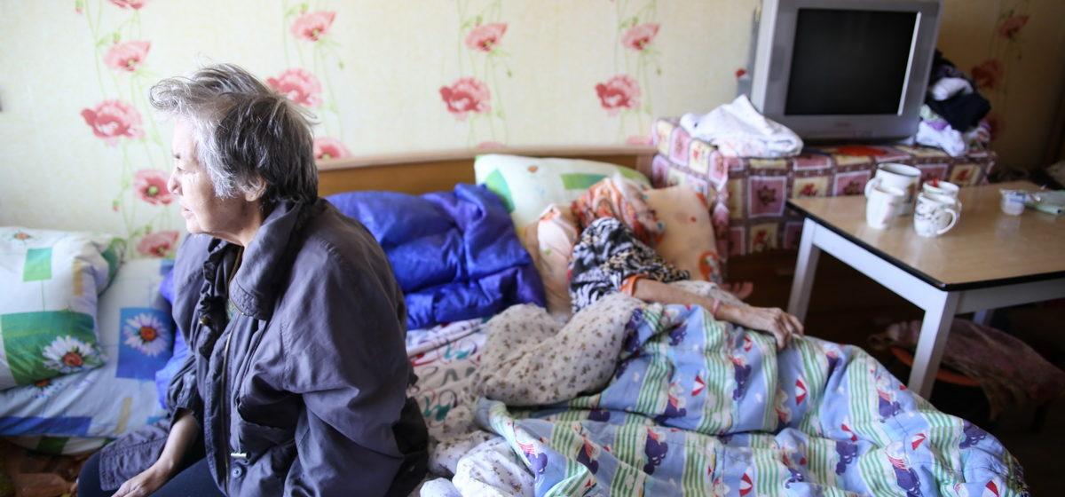 Две пожилые женщины умирают без еды и помощи. Найти управу на их родственницу никто не может