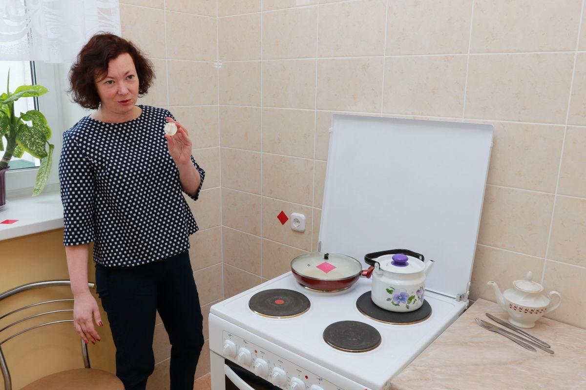 Кухня – одно из самых опасных мест в квартире, начиная от плиты и заканчивая мусорным ведром. Фото: Александр ЧЕРНЫЙ