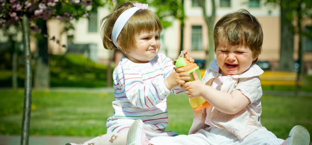 Барановичские мамы и психолог рассказывают, что делать, если ребенок не хочет делиться