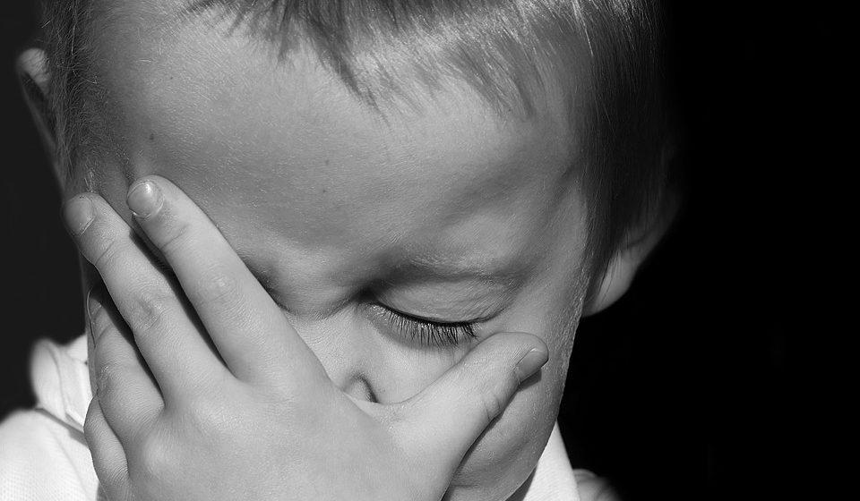Соседи о подростке, который изнасиловал в школе шестиклассника: «У него что мать, что отчим — со странностями, если не сказать большего»