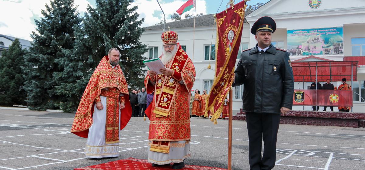 Барановичской в/ч 7404 вручили духовное знамя