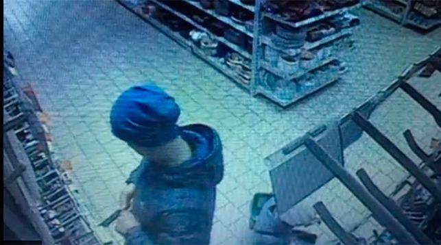 В Минске мужчина отрезал себе мизинец и бросил его в лицо продавцу (видео)