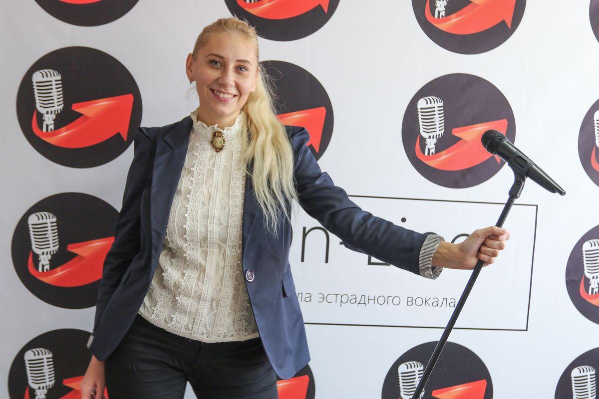 Надежда Семенкова поет сама и обучает вокалу других. Фото: Александр ЧЕРНЫЙ