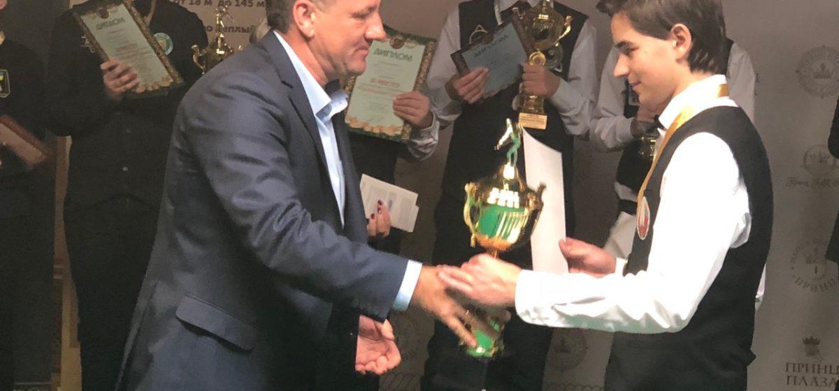 Барановичский юноша, представляющий бильярдный спорт, стал победителем международного турнира в Москве