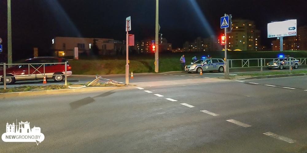 В Гродно ребенок вышел на дорогу вслед за пьяным папой и попал под машину
