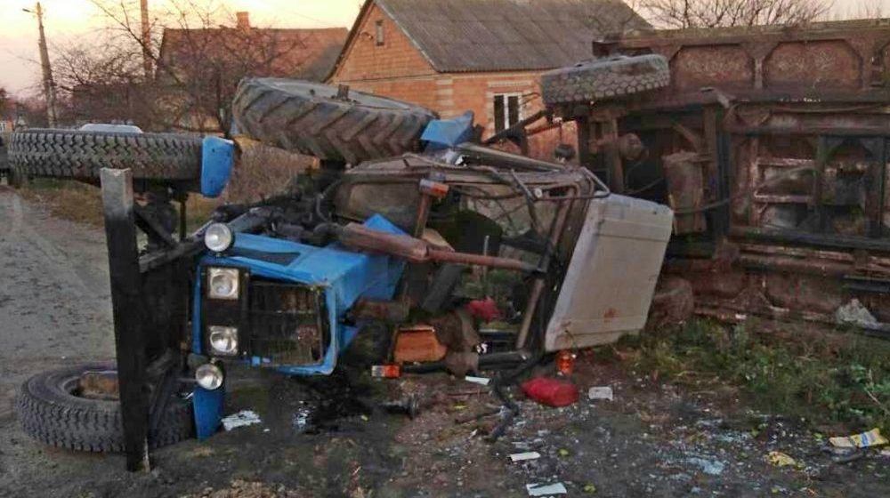 В Столинском районе перевернулся трактор МТЗ, пострадали три человека, в том числе и 14-летний подросток