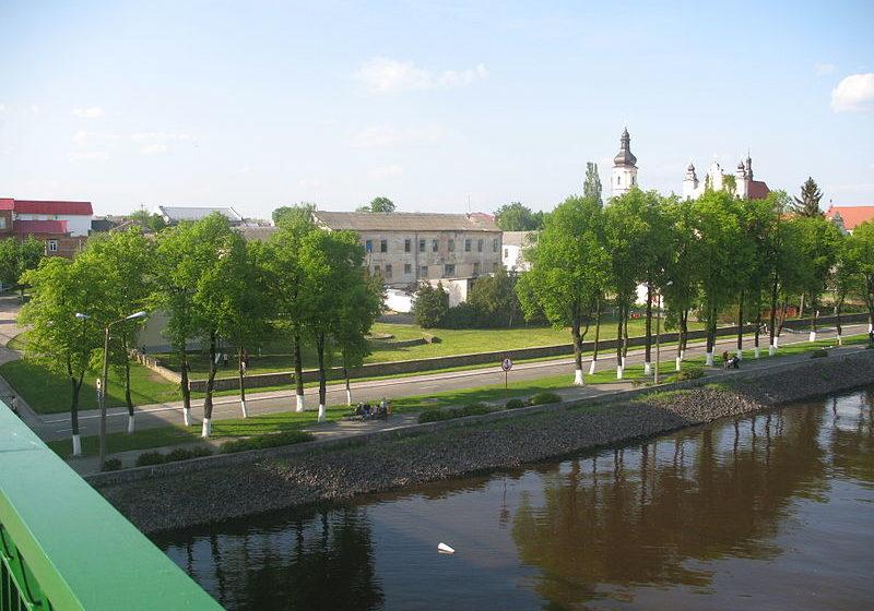 Пьяный мужчина в Пинске прыгнул с моста в реку