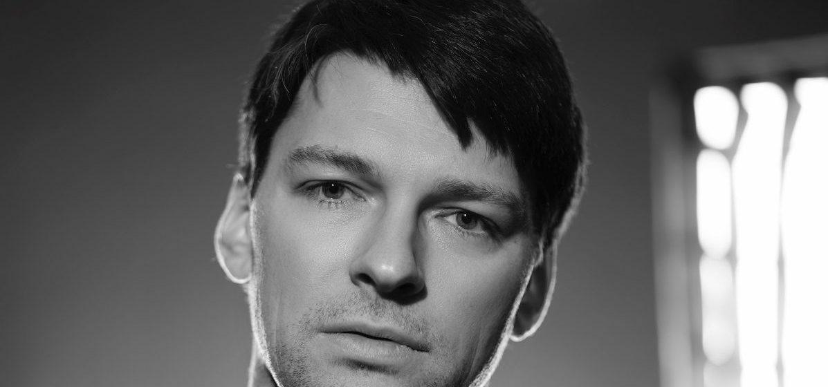 Актера Даниила Страхова избили на улице в Москве. Он в больнице
