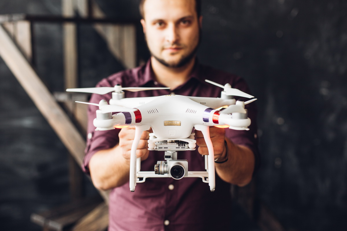 Для Павла Якушевича управление дроном – это и хобби, и любимая работа.  Фото: Евгений  ТИХАНОВИЧ