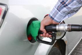 «Топливо будет дорожать не по копеечке». Эксперт – о том, что будет, если Россия не уступит в цене на нефть