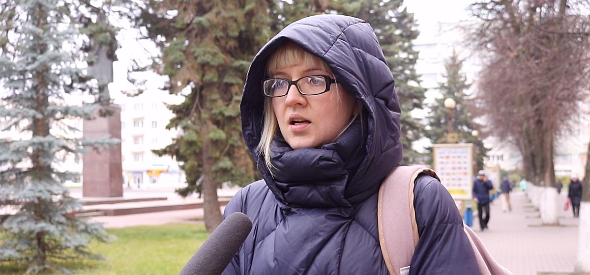 «Почему мы не можем снимать их нарушения?» Жители Барановичей обсуждают возможный запрет на съемку милиционеров