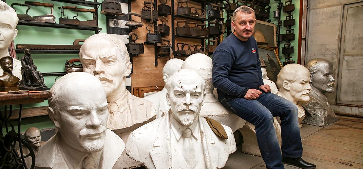 Житель Барановичей собрал в своем гараже уникальную коллекцию Лениных (видео)