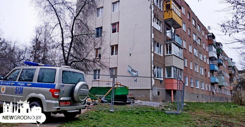 В Гродно с пятого этажа упала подвесная люлька, которая утянула за собой строителя