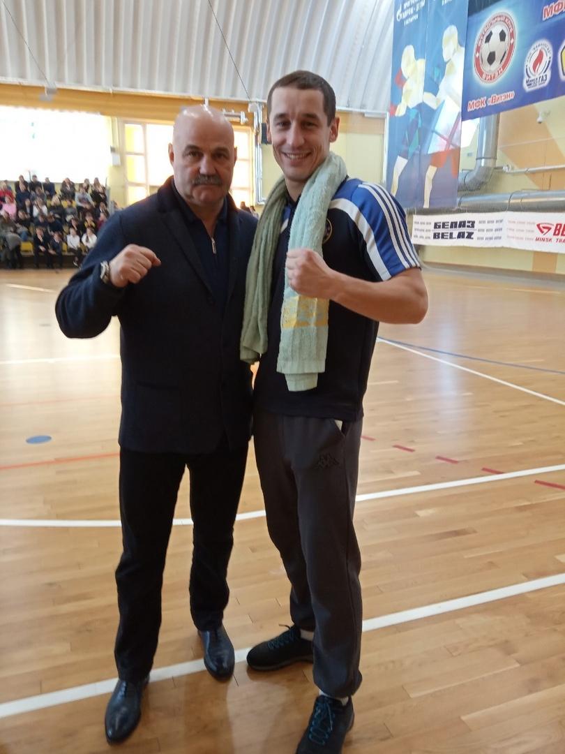 Дмитрий Милюша (справа) и Олимпийский чемпион 1988 года Вячеслав Яновский.