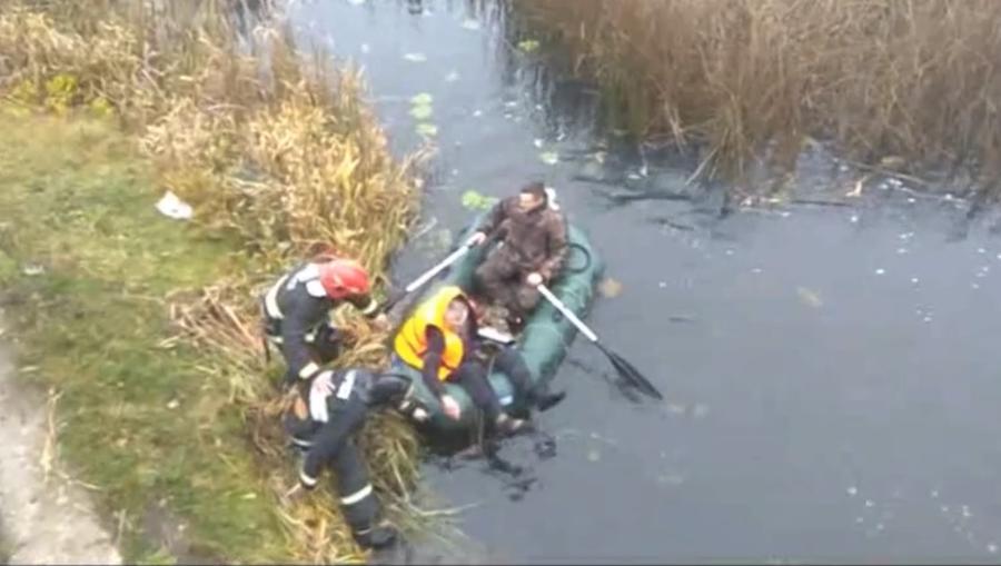 Видеофакт. В Толочине сотрудники МЧС спасли рыбака, который едва не утонул в реке