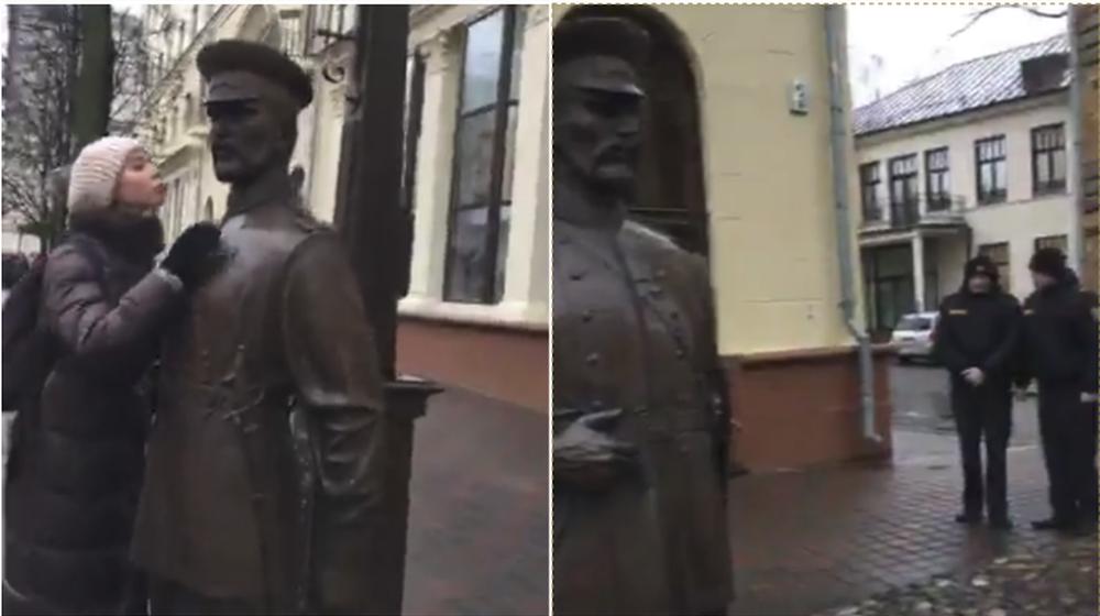 «Руками не трогать». В Минске девушки попытались поцеловать скульптуру городового, но милиционер пресек эту попытку