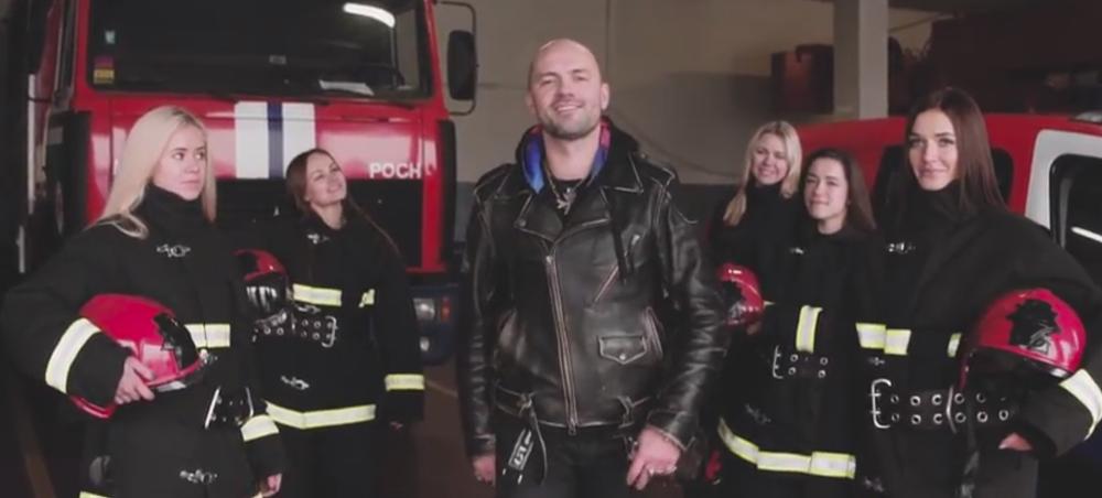 Девушки, униформа и большие машины. Минские спасатели сняли кавер на песню «Цвет настроения черный»