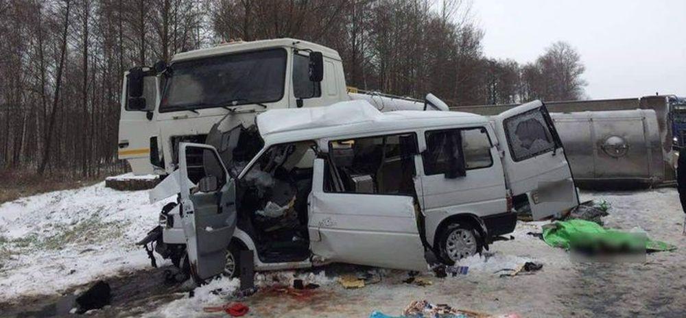 В Калинковичском районе в результате столкновения буса с молоковозом погибли пять человек