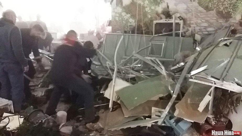 В Минске в Торговом центре «Арена Сити» обвалился потолок. Есть пострадавшие (фото/видео)