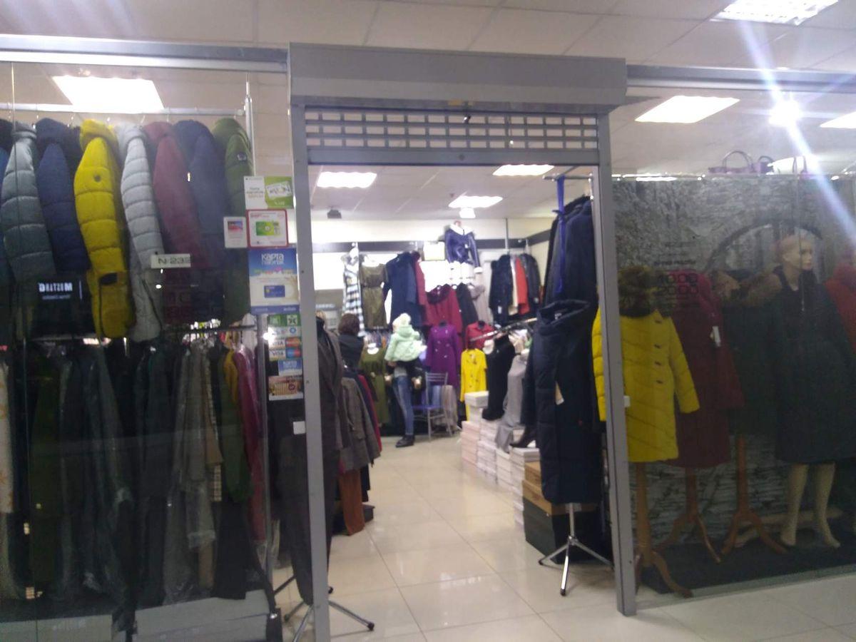 Один из магазинов одежды в Торговом центре «Светиловский» в «черную пятницу». Фото: Наталья СОЛОМЯНКО