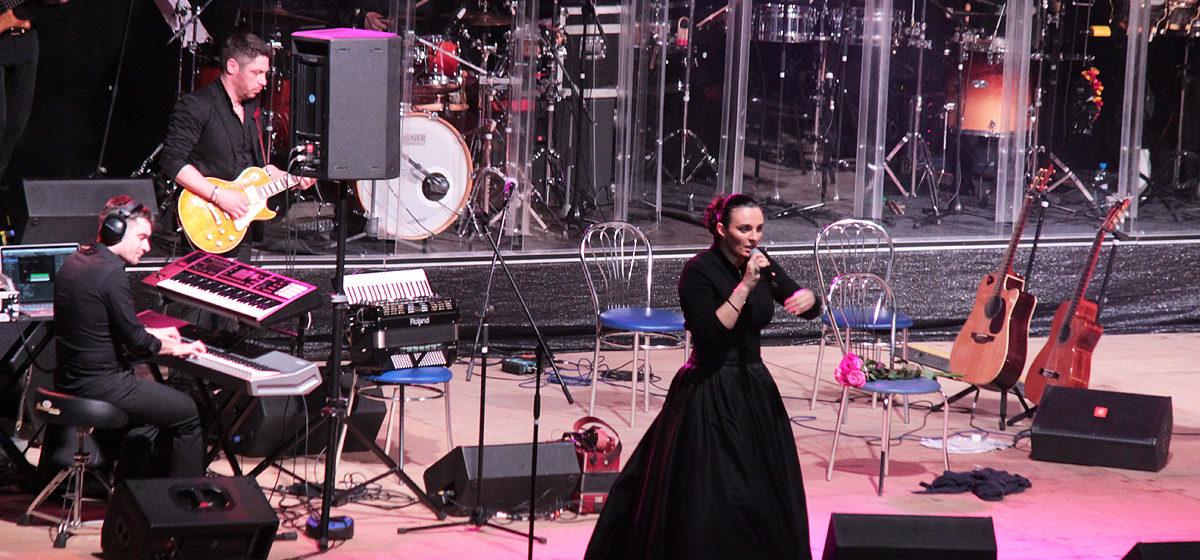 Российская певица Елена Ваенга попала в больницу