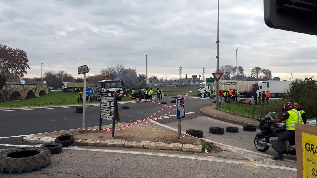 Акция протеста во Франции против роста цен на бензин. Фото очевидца