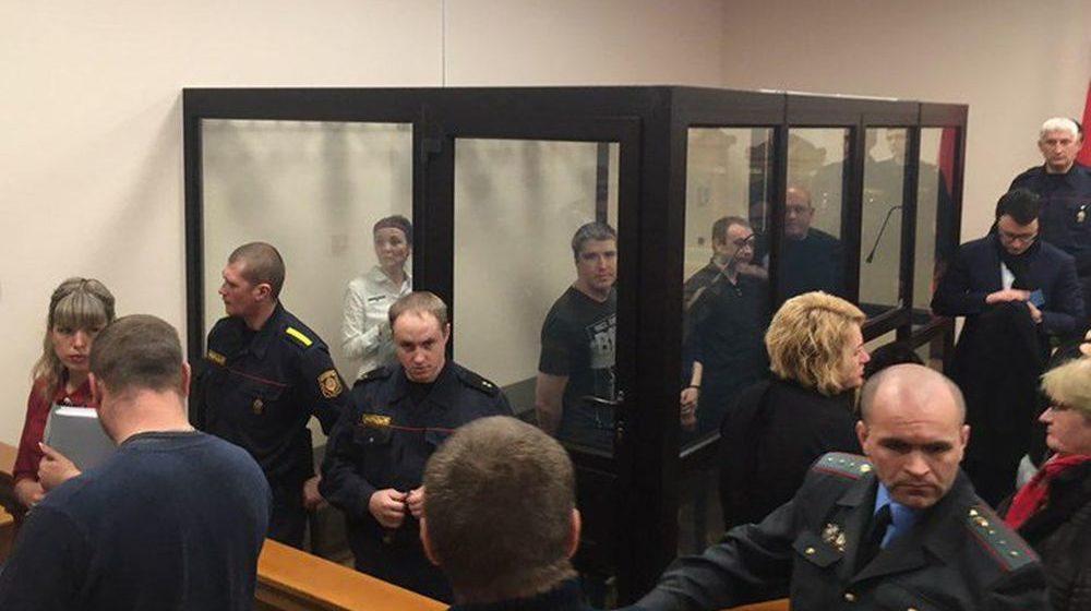 В Молодечно осудили четырех следователей и эксперта, которые помогли коллеге замять дело о применении насилия
