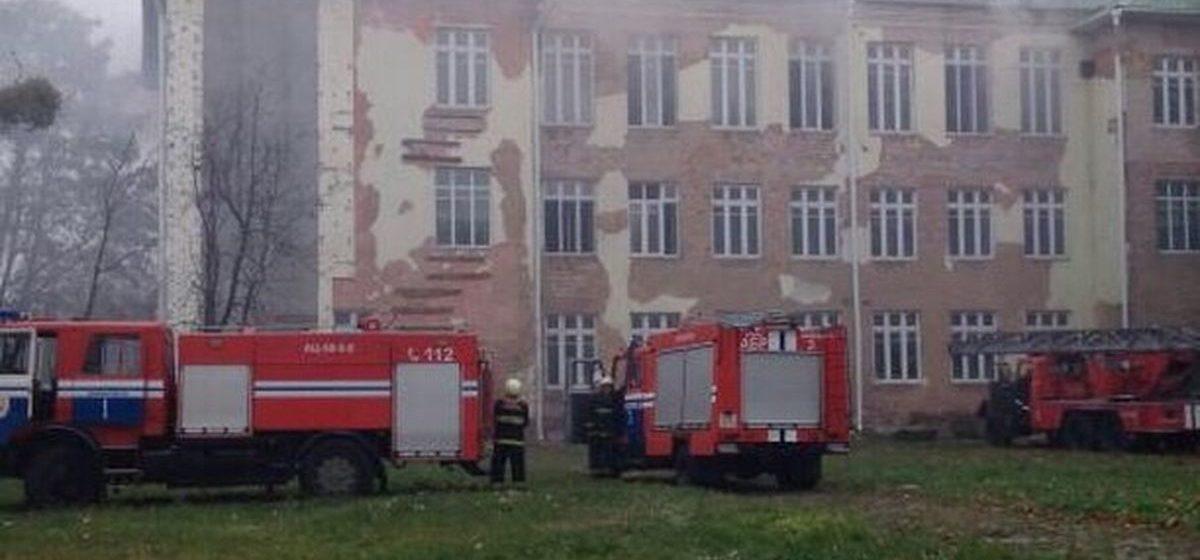 Фотофакт. В Барановичах горело здание бывшего педколледжа на улице Комсомольской