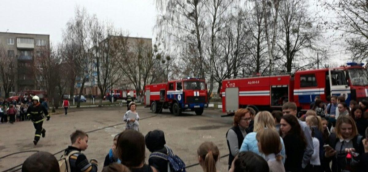 Эвакуация детей и учителей из школы №21 в Барановичах: как это было